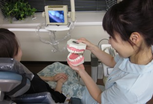 歯科衛生士の説明の様子